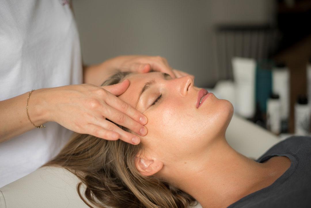alix-massage-visage-soin-conseil-domicile-entreprise