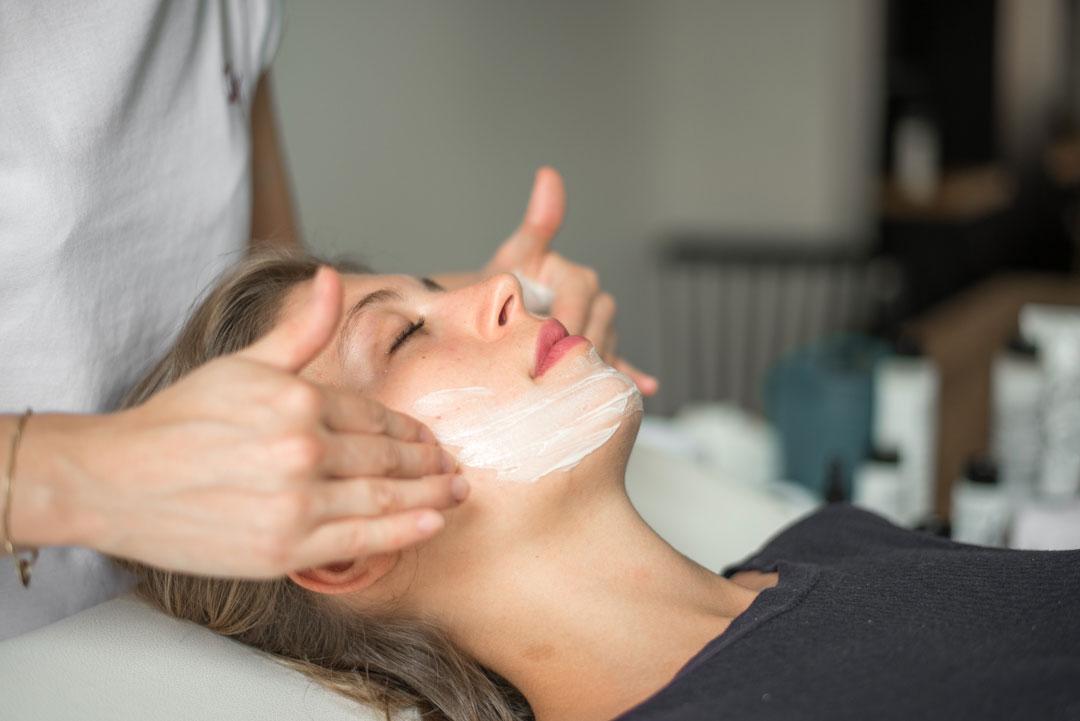 soin-detox-defatiguant-massage-peau-paris-domicile